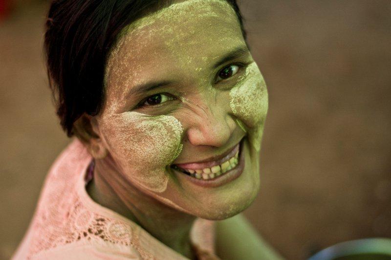 Myanmar mujer