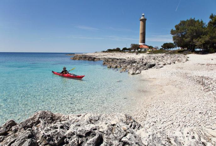 Viaje a Croacia. Grupo verano Nomads. Kayakeando por islas paradisiacas